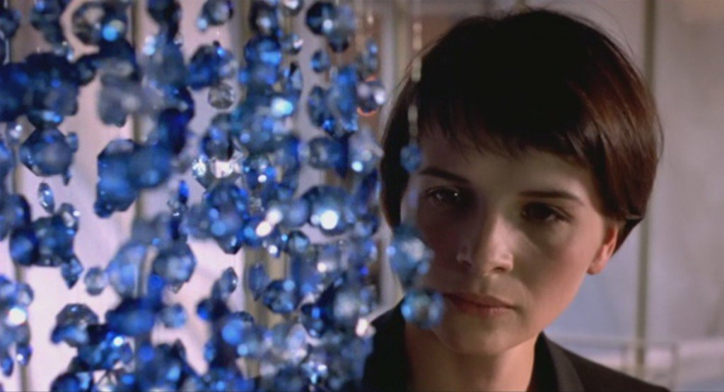 Three-Colors- Blue-Juliette-Binoche-Krzysztof-Kieslowski-blue-chandelier